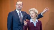 Ursula von der Leyen (CDU), die künftige Präsidentin der Europäischen Kommission, und Jens Spahn (CDU), Bundesminister für Gesundheit, hier im Juni 2018 vor Beginn einer Kabinettssitzung