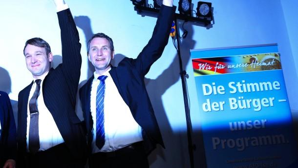 © dpa André Poggenburg (links) mit AfD-Politiker Björn Höcke im Thüringer Landtag