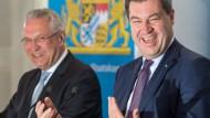 Der bayerische Innenminister Joachim Hermann und der bayerische Ministerpräsident Markus Söder (beide CSU)