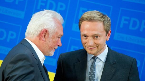 © dpa Wolfgang Kubicki (links) verteidigt seinen Parteichef Christian Lindner.