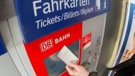 Der Wohlfahrtsverband fordert kostenlose Bahntickets auch für Menschen in Freiwilligendiensten.