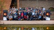 """Rund 120 der mehr als 200 Forscher des EHT-Konsortiums trafen sich im November 2018 im Rahmen des """"Event Horizon Telescope Collaboration Meetings"""" an der Radboud Universität in Nijmegen."""