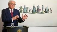 Ein bisschen lustig, aber auch sehr traurig: Der Bundespräsident zeigt Kunst