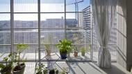 Umbau statt Abriss: In Bordeaux hat das Architekturbüro Lacaton & Vassal den Grand Parc, einen Plattenbau mit 530 Wohneinheiten, modernisiert.