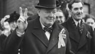 Winston Churchill liebte das V-Zeichen so sehr, dass er es noch 1950 benutzte. Ob ihm die Mehrfachcodierung so klar war?