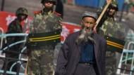 Ihr Leben gehört der Partei: So überwacht China die Uiguren