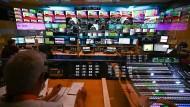 Wer hat in der Schaltzentrale auf dem Lerchenberg bald das Sagen? Blick Bildregie des NBC (National Broadcast Center) des ZDF in Mainz