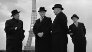 Hommes de lettres in Tuchfühlung mit den Mächtigen: Wilhelm Hausenstein (links) wurde 1950 von Konrad Adenauer (Mitte) zum deutschen Generalkonsul in Frankreich bestellt. Hier sind sie im April 1951 zu sehen.