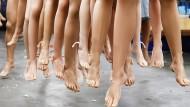 Lange Beine, weiße Haut: Degradieren Liebespuppen Frauen zu Objekten