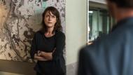Staatsanwalt Dellwo untersagt weitere Ermittlungen im Fall Schneider, Brasch (Claudia Michelsen) fordert die Observation von Wegner.