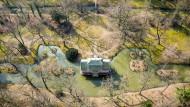 Gehört zum Unesco-Welterbe von Dessau-Wörlitz: Das chinesische Teehaus im Park von Schloss Oranienbaum.