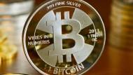 Für Krypto-Anlagen wie Bitcoin gibt es viele unzählige Plattformen zum Handeln.