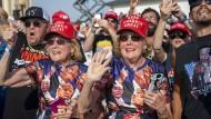 Keep America Great: Trump-Anhänger bei einem Wahlkampfauftritt des Präsidenten am 16. Oktober in Ocala in Florida