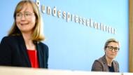 Gedrückte Stimmung am Tag nach der Wahl: Die Linken-Spitzenkandidatin in Sachsen-Anhalt, Eva von Angern (links), und die Bundesvorsitzende Susanne Hennig-Wellsow