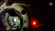 Kurz vor dem Andocken: Die Dragon-Kapsel vor der ISS
