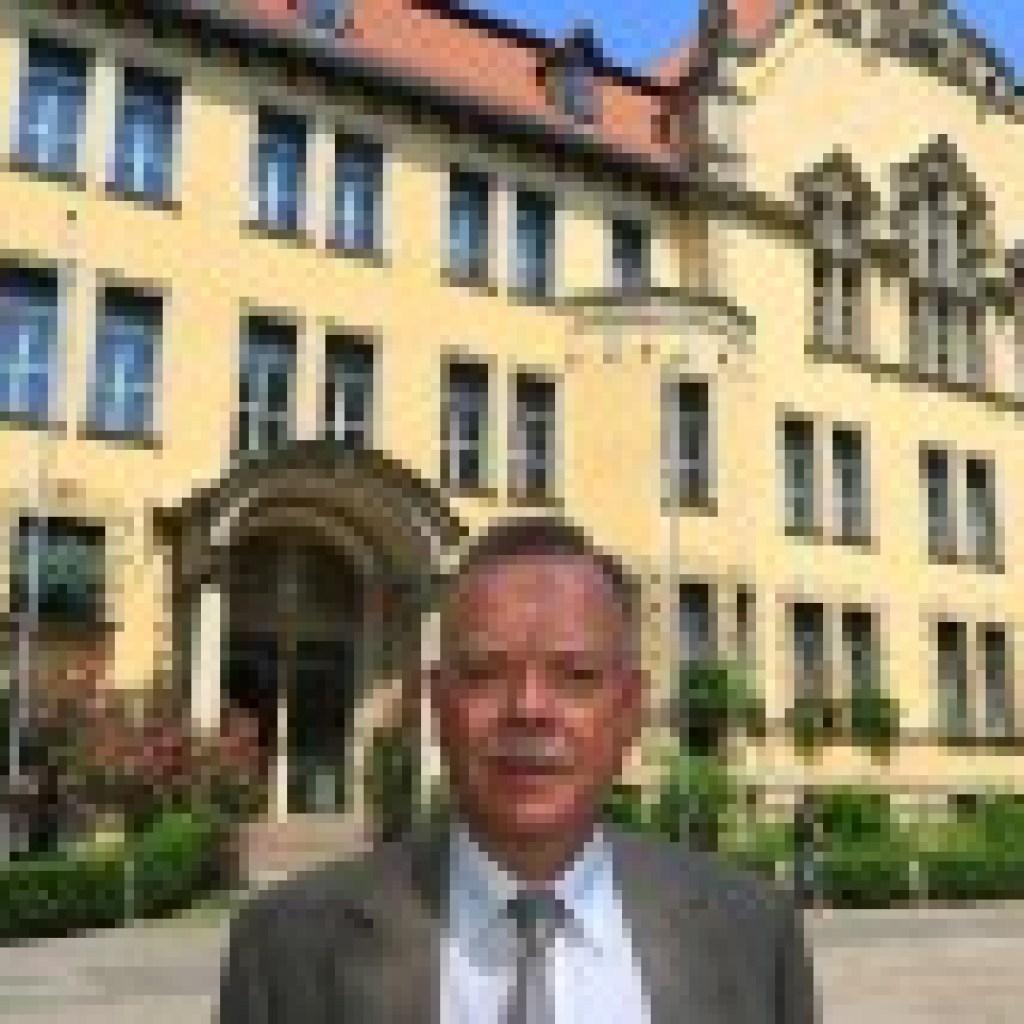 """Buch über """"Wahnsinn Schule"""": Feuerzangenbowle statt Fack ju Göhte"""
