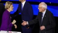 Sie wollte keinen Handschlag: Frau Warren ließ Herrn Sanders nach der Debatte abblitzen