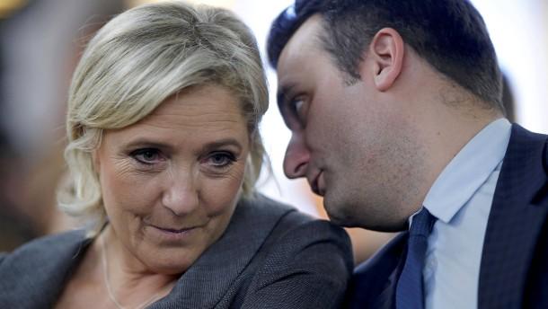 © Reuters Marine Le Pen mit dem stellvertretenden Parteivorsitzenden Florian Philippot