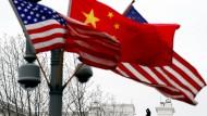 Chinesische und amerikanische Flaggen im Januar 2011 in Washington