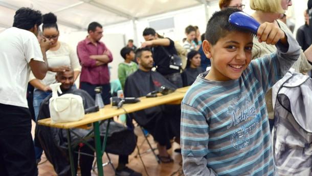 Friseure frisieren Flüchtlinge