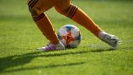 Vollkontakt: Mindestens 14 Covid-Fälle im Main-Kinzig-Kreis sind einem Ausbruch unter Amateurfußballern in und um Gelnhausen zuzuschreiben