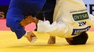 Beim Judo kommen sich die Kämpfer zwangsläufig nahe.