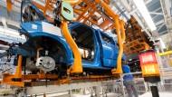 Keine Teile: Besonders die Autoproduktion leidet am weltweiten Materialmangel