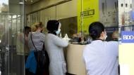 In Jordanien: Kunden versenden Geld über Western Union.