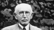 Alfred Dreyfus auf einer Parkbank. Das Foto wurde Anfang der 30er Jahre gemacht.