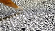 Der Aluminiumdosenhersteller Ball zahlt den geringsten Zins, den ein Unternehmen am Markt für Ramschanleihen jemals zahlen musste.
