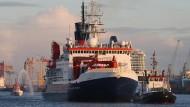 Das Forschungsschiff läuft in Bremerhaven ein.