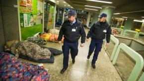 https://i0.wp.com/media1.faz.net/ppmedia/video/2700747605/1.916765/article_teaser_marginal/die-sicherheitsleute-kuemmern-sich-um-nachtschwaermer-obdachlose-und-krawallmacher-vor-allem-aber-um-die-sicherheit-der-fahrgaeste.jpg