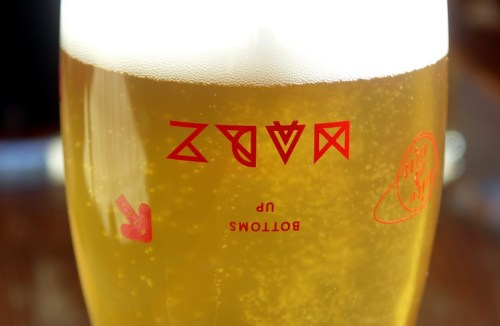 Nucleation sites on the bottoms of these Marz glasses keep a constant stream of tiny bubbles flowing upward to replenish the head.