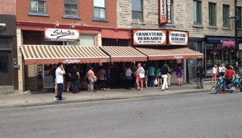 Schwartzs, 3 pm on a Tuesday