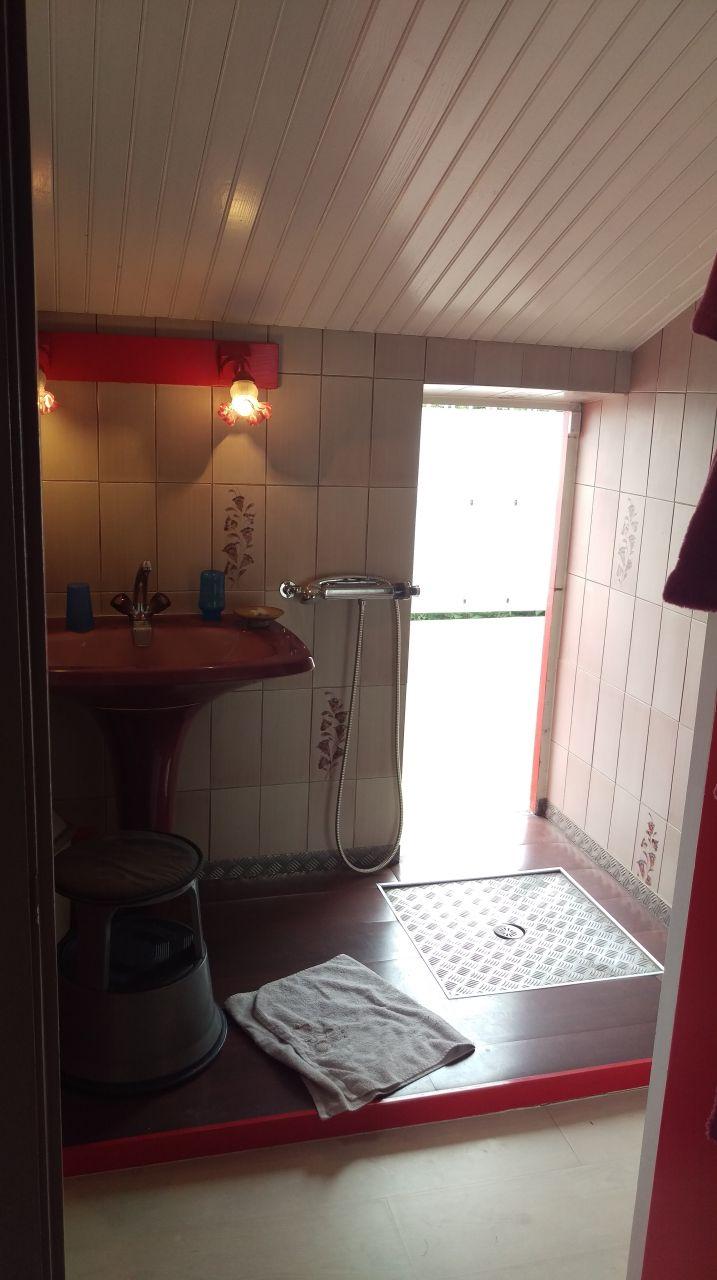 salle de bain miniscule 10 messages
