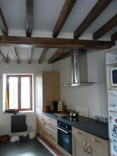 Decoration avec un plafond avec poutres en chne solivage