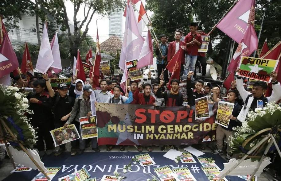 Des étudiants indonésiens ont tenu jeudi une manifestation devant l'ambassade du Myanmar, en solidarité avec les musulmans Rohingyas.