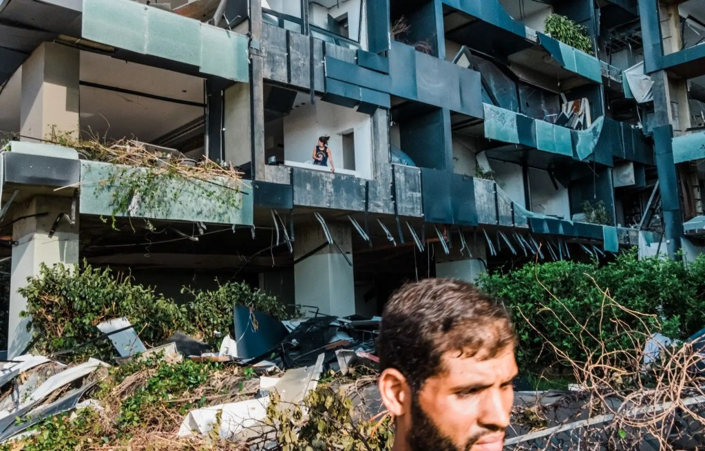 Beyrouth demeure endeuillée et en colère