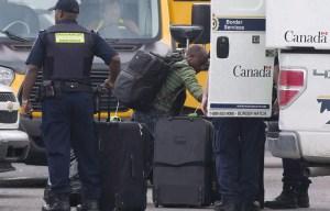 Le Canada va reprendre les expulsions de demandeurs d'asile déboutés. Certains craignent que des anges gardiens soient renvoyés avant leur régularisation.