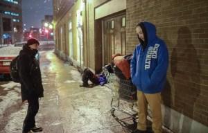 La pandémie a complètement bousculé le «système de survie» des personnes qui vivent dans la rue. À Québec, le couvre-feu a apporté un choc supplémentaire.