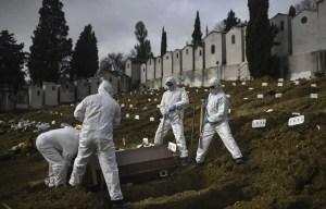 Le monde franchit la barre des 2,5millions de morts de la COVID-19