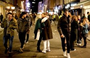 La pandémie en «expansion» dans le monde, le Royaume-Uni respire