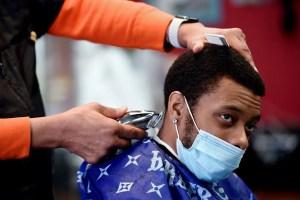 Les coiffeurs afro-américains appelés à promouvoir le vaccin