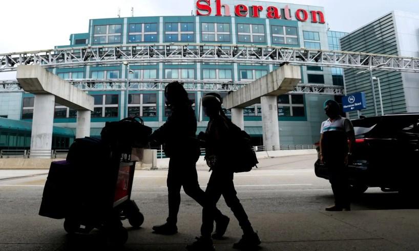 La quarantaine à l'hôtel bientôt levée pour les voyageurs canadiens vaccinés