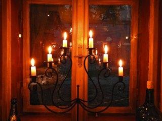 čak paze da su im sve sveće identične visine