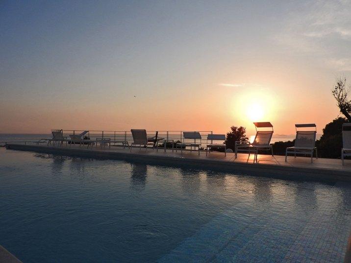 zalazak sunca na bazenu