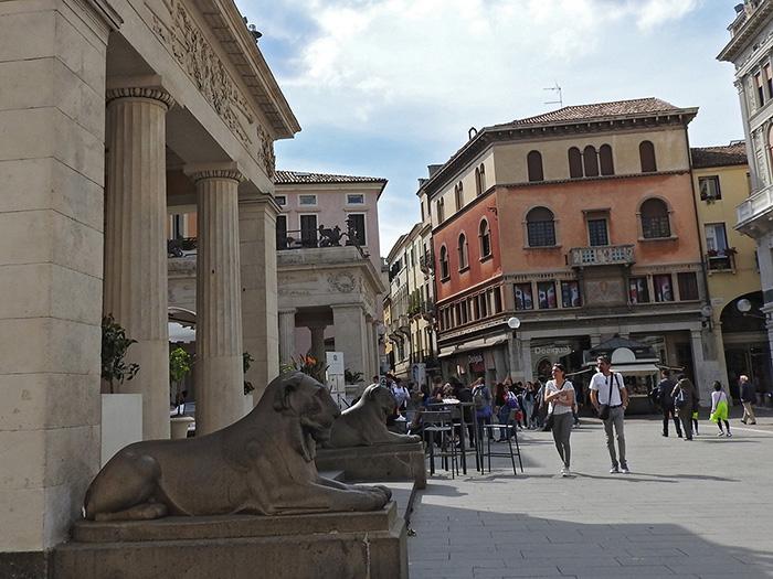 cafe pedrocchi padua statues