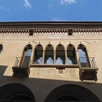 još malo venecijanksih prozorčića