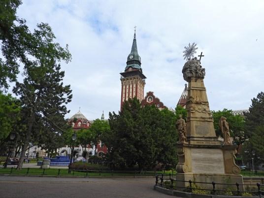 Subotica spomenik Sv. trojstva, plava fontana, gradska kuća