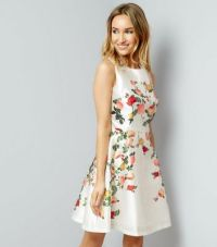 Floral Dresses | Flowery, Daisy & Ditsy Dresses | New Look